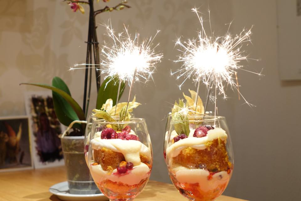 Trifle med saffranssockerkaka och cointreau