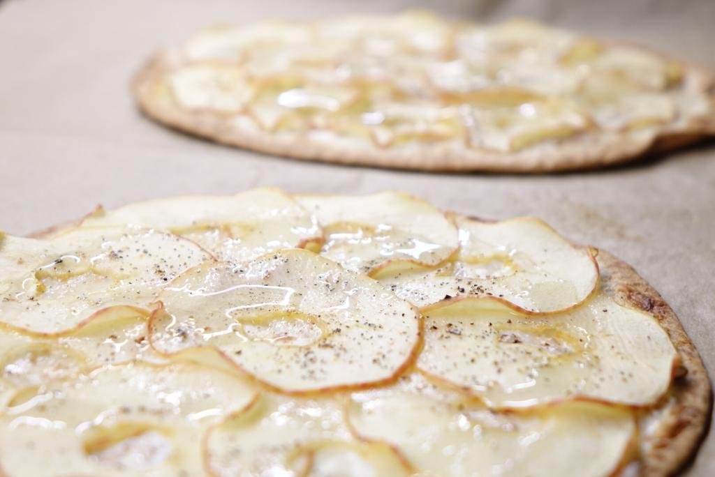 Äppelpizza på tortillabröd