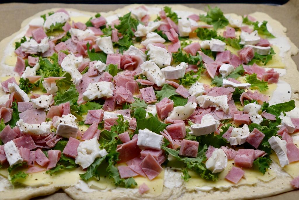 Pizza med grönkål och getost