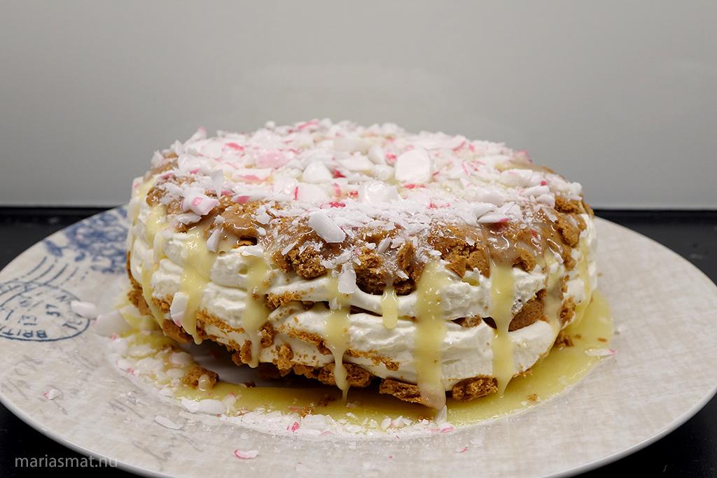Frusen cheesecake med pepparkakor och polkagrisar