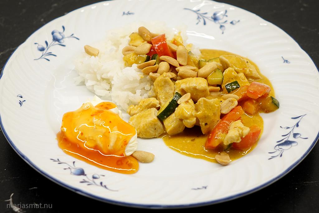 Kycklinggryta Paneng red curry