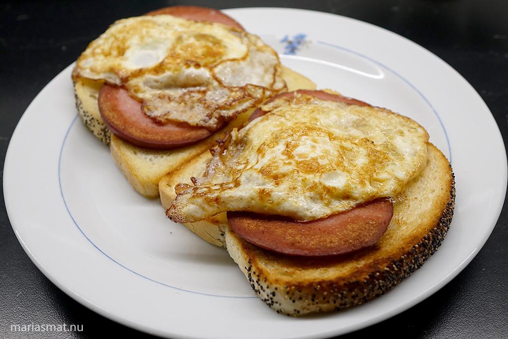 Klassisk korvmacka med ägg