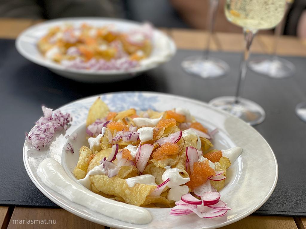 Champagnetilltugg med chips och löjrom