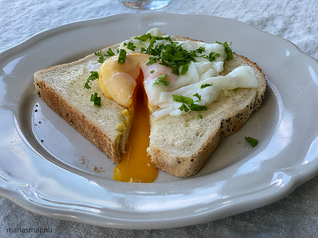 Pocherat ägg-macka
