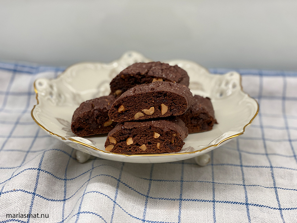 Chokladbiscotti med nötter