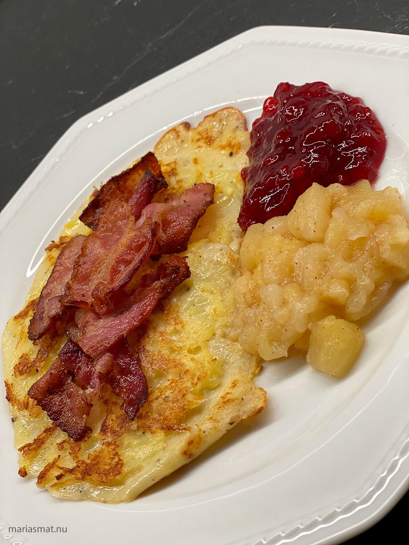 Raggmunkar med bacon och äppelkompott