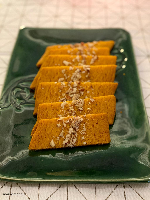 Saffranskolakakor med hackad mandel